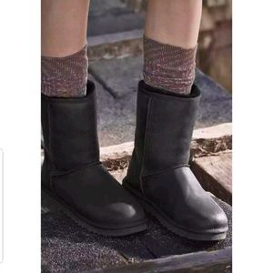 Ugg Classic Short Leather Black Boots